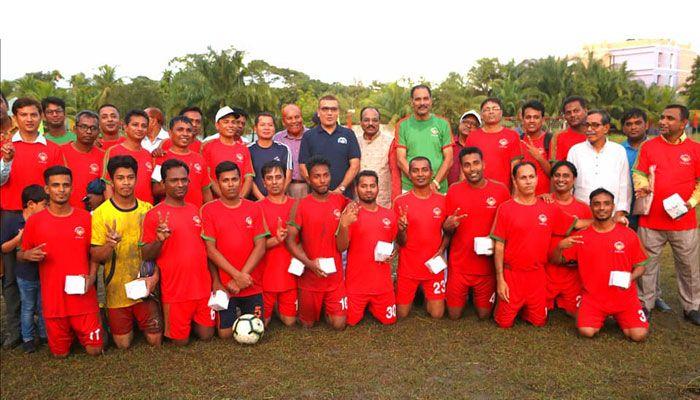 নোয়াখালীতে সাংবাদিকদের সাথে পুলিশের প্রীতি ফুটবল ম্যাচ অনুষ্ঠিত