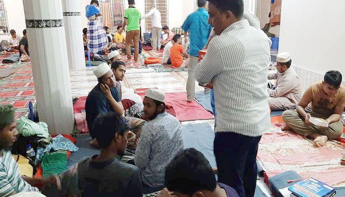 নোবিপ্রবি'র ভর্তিচ্ছু শিক্ষার্থীদের পাশে নোয়াখালীবাসী