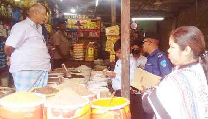 করোনা আতঙ্ক : সোনাইমুড়ীতে প্রশাসনের তৎপরতা, জরিমানা