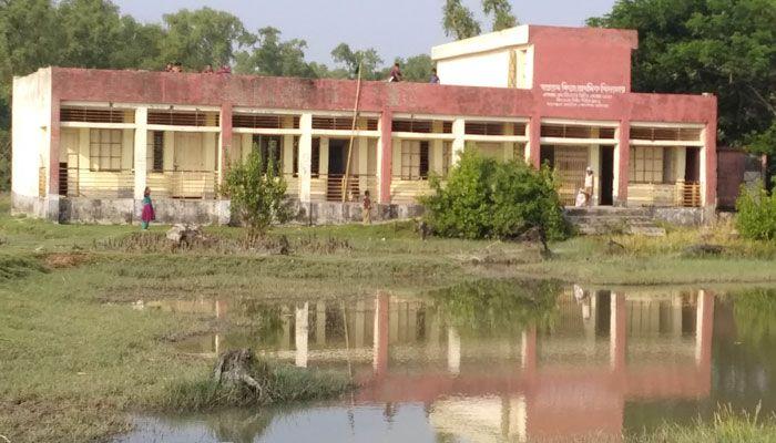 নিঝুম দ্বীপে শিক্ষকবিহীন সরকারি প্রাথমিক বিদ্যালয়  !